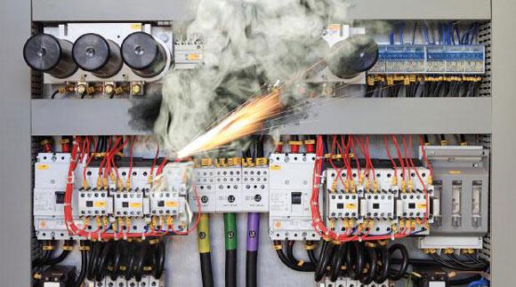 电气安全的最佳实践——防止电气伤害 和设备损坏的四个最佳方法