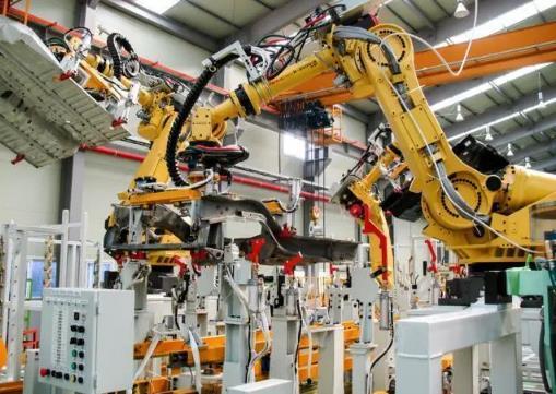 """""""机器换人""""引发就业挑战,一线工人前路何在?"""