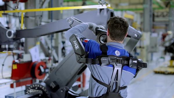 柯马MATE 成为人体工程学评估 (EAWS) 认证的首款外骨骼机器产品