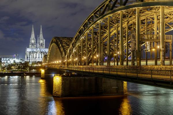 昕诺飞互联照明系统走进科隆,助力打造德国首个智慧城市