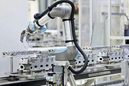 協作機器人未來將迎來爆發?7大優勢6大場景成必須!
