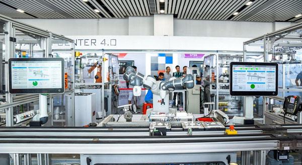 中国首家机器人学院在佛山启动