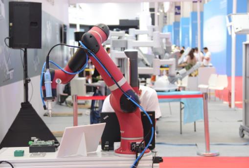 """工业机器人产业诞生""""六脉神剑"""",开启专业人才培养新时代"""