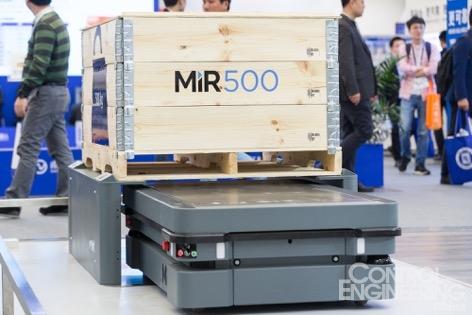 MiR展出全新机器人车队管理软件MiRFleet及多元化移动机器人