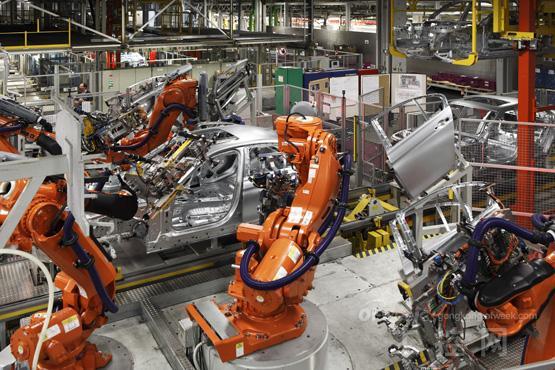 机器人需求潜力大 去年工业机器人产量达14.8万台套