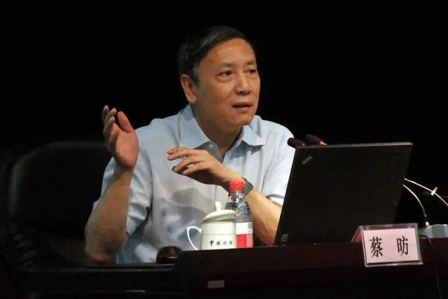 蔡昉最新重磅论文:中国制造业减速过早、过快,占GDP比重早熟型下降,需遏制!