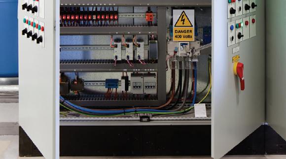 【变频器的散热策略】在恶劣环境下冷却大功率变频器的常见方法和最佳选择