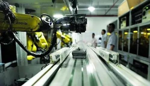 国产机器人面临转型关键年:产量增长快 但高端少