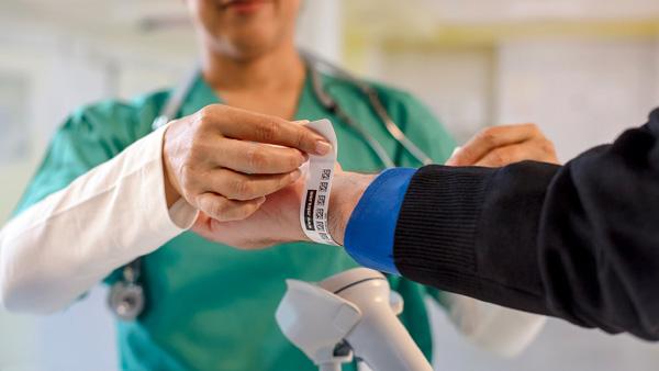 斑马技术推出全新舒适型搭扣医疗腕带 提高医疗行业的患者护理水平