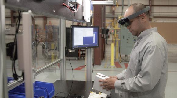 """沉浸式""""数字化双胞胎""""、角色扮演——增强现实和虚拟现实正在改变制造业培训"""