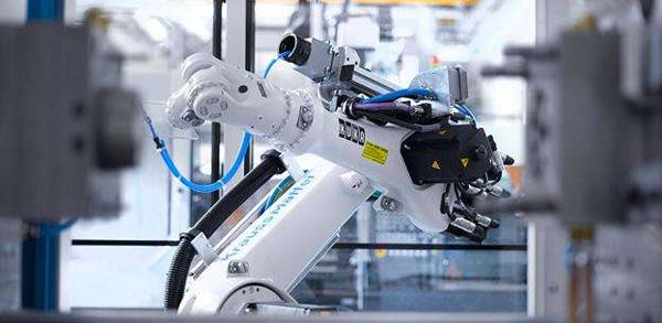 工信部: 去年工业机器人增长34.3%,将制定规范防重复建设