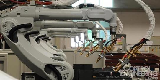 1、点焊机器人的特点   由于采用了一体化焊钳,焊接变压器装在焊钳后面,所以点焊机器人的变压器必须尽量小型化。对于容量较小的变压器可以用50Hz工频交流,而对于容量较大的变压器,工业上已经开始采用逆变技术把50Hz工频交流变为600~700Hz交流,使变压器的体积减少、减轻。变压后可以直接用600~700Hz交流电焊接,也可以再进行二次整流,用直流电焊接,焊接参数由定时器调节。目前,新型定时器已经微机化,因此机器人控制柜可以直接控制定时器,无需另配接口。点焊机器人的焊钳,用电伺服点焊钳,焊钳的张开和
