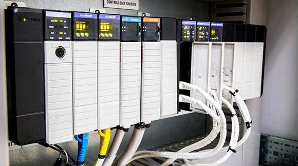 PLC和CNC在未来工厂中的角色
