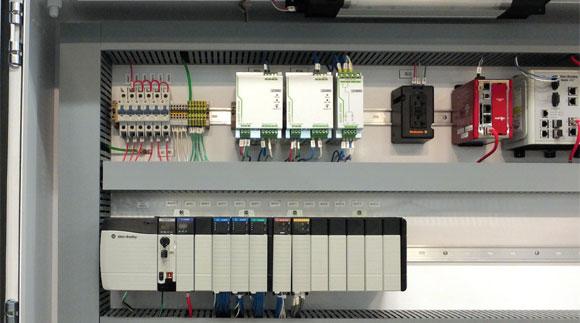如何实施新旧DCS系统的切换?需要注意哪些事项?